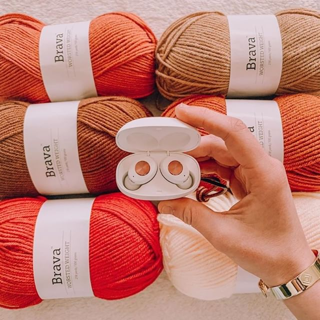 Doing some Saturday crafts while listening to Tolv White is one of our favorite ways to unwind... What's something you like to do at home these days? @yayashooknyarn #sudio #sudiomoments