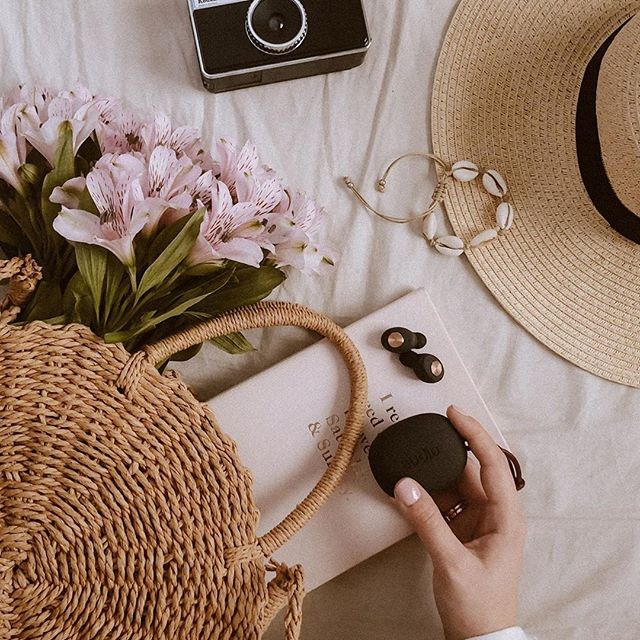 What are your summer picnic essentials? We love bringing along a camera and our favorite pair of Tolv Black when enjoying some time outside ☀️ @katarzyna.zet #sudio #sudiomoments