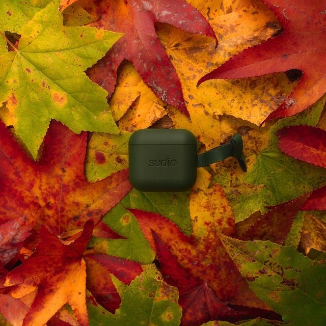 We're loving all of the colors of fall, including Ett Green