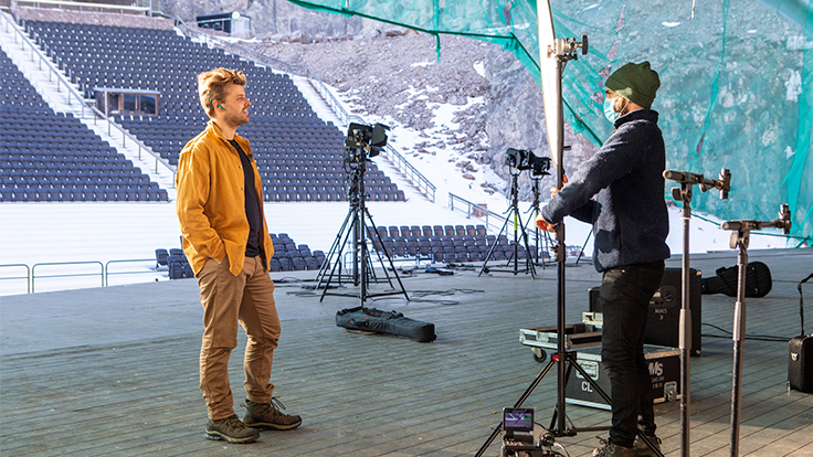 Sandro Cavazza video shooting wearing Sudio Nio Aurora